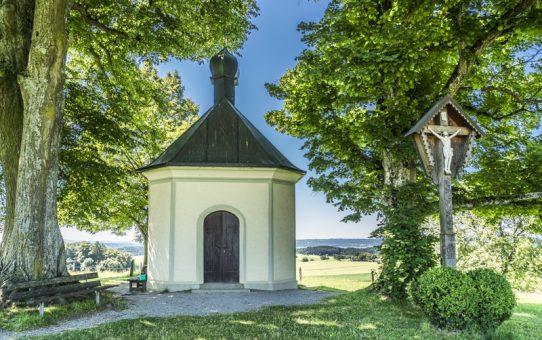 Maria-Dank-Kapelle auf dem Fürst-Tegernberg in Degerndorf im bayerischen Alpenvorland - © Andy Ilmberger